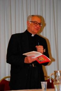 El Padre Alberto Ibáñez Padilla predica sobre la VVeD.
