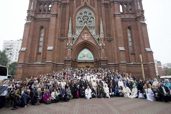 ClergyOutsideRussianCathedral2