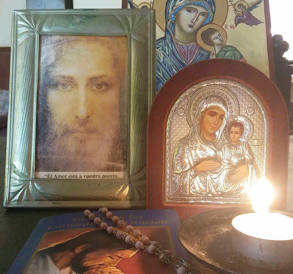 altar personal para rezar el rosario por whatasapp en cuarentana.