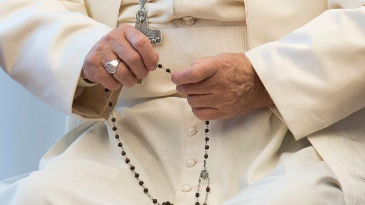 Invitación de TLIG a rezar el Santo Rosario con el Papa el 20 de mayo por el fin de la pandemia.